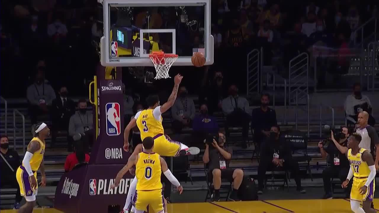 Anthony Davis with a huge chase-down block!