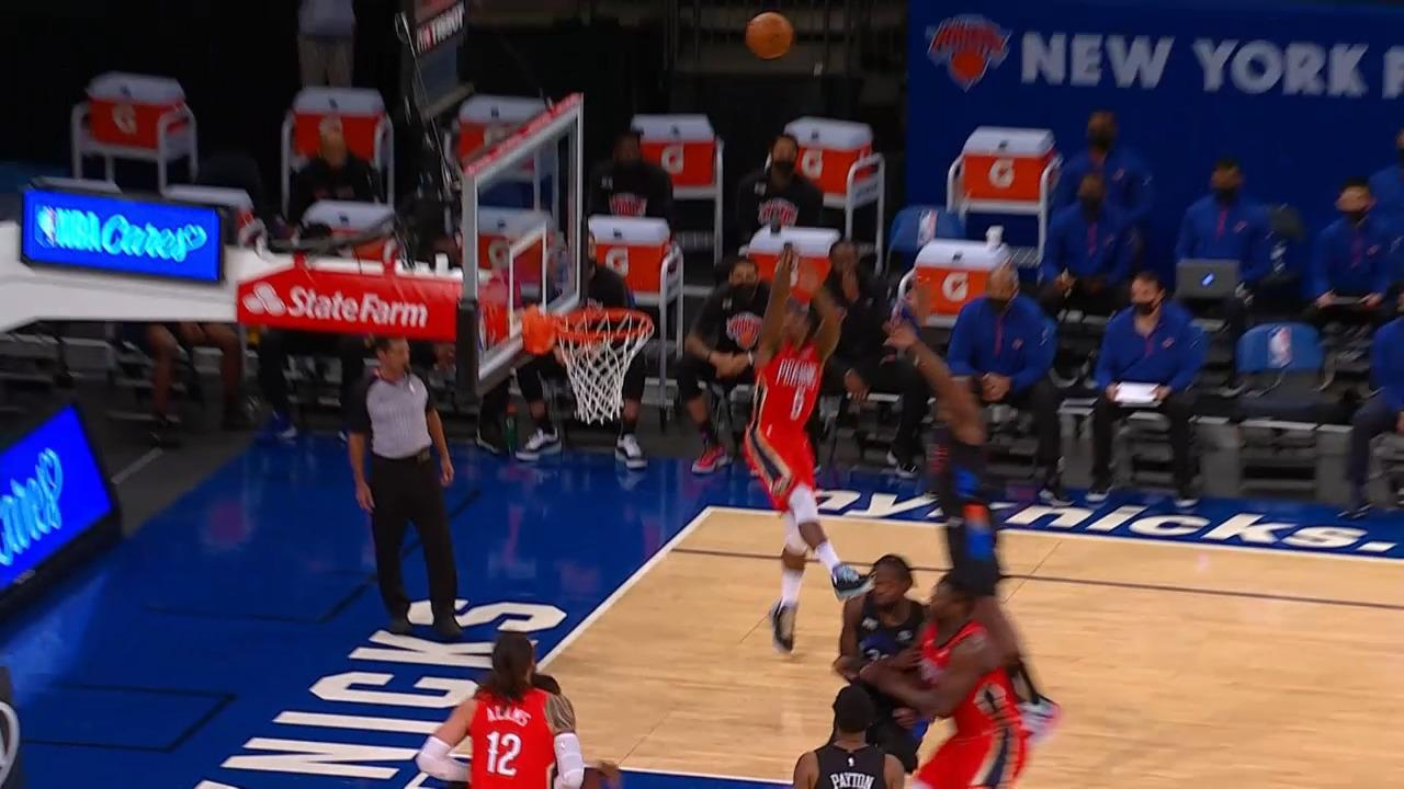 Eric Bledsoe drains baseline jumper | Pelicans-Knicks Highlights