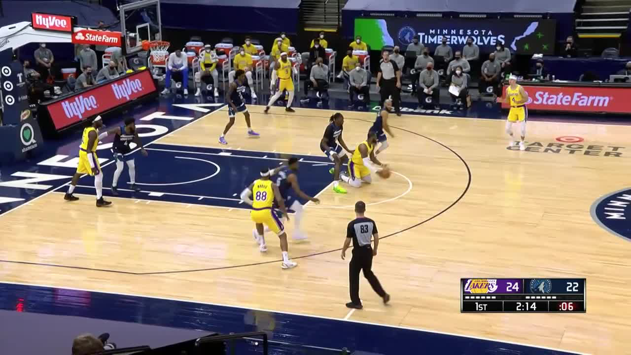 Alex Caruso sends the shot away