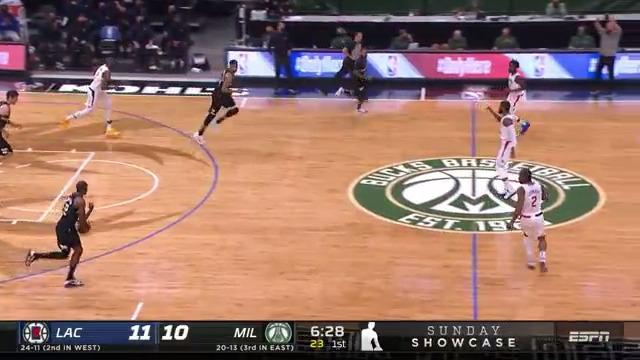 Giannis Catches The Lob