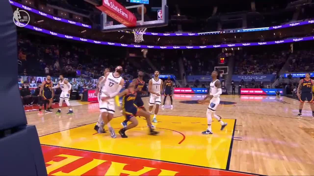 Jordan Poole finishes through contact