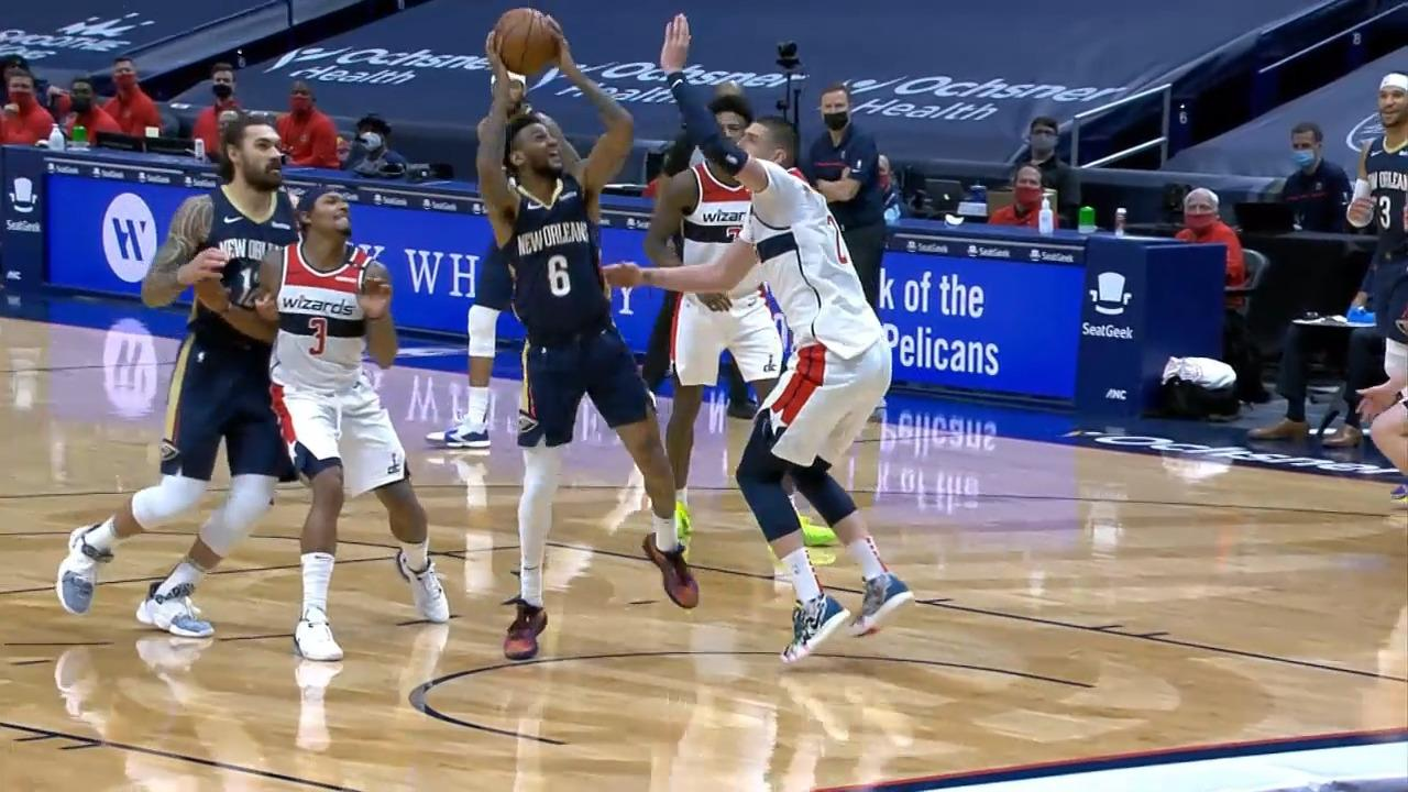 Nickeil spinning floater in the paint | Pelicans-Wizards Highlights